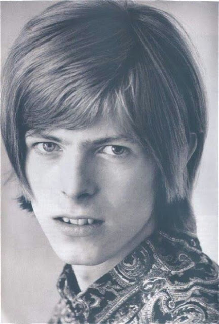 David Bowie in the early Days of His Career (7)