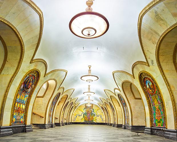 Novoslobodskaya-Metro-Station-Moscow-Russia-2015-HR