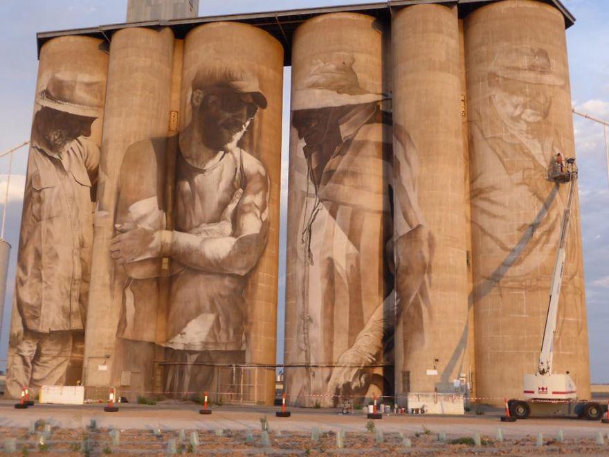 street-artist-paints-amazing-mural-on-old-30m-silos-2__880