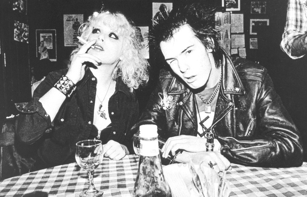 Sid-Nancy-sid-vicious-21989542-1000-641