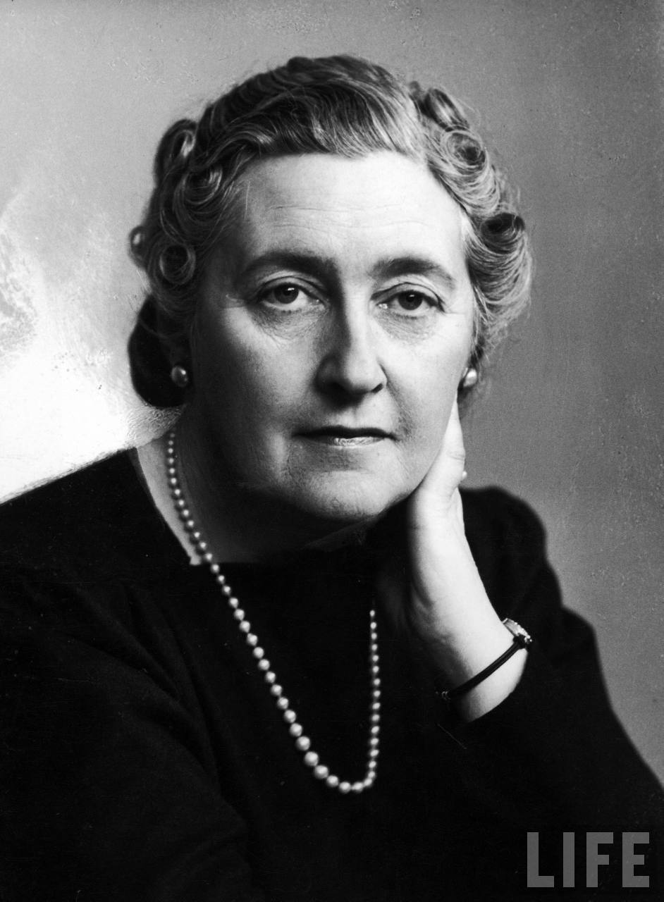 Dame-Agatha-Christie-poets-and-writers-35812657-942-1280
