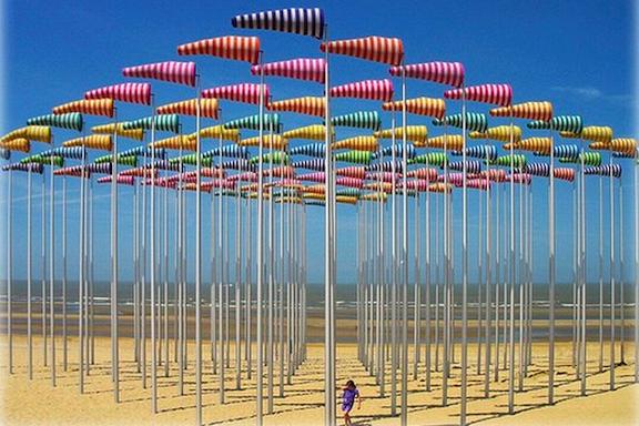 Daniel Buren, Beach Flag