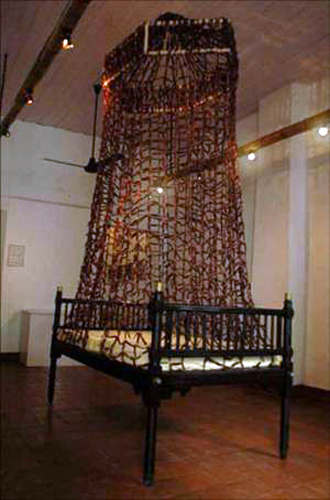 Sakshi Gupta, Reality Bites, 2006, dried red chillies, approx. 180cm x 90cm x 300cm