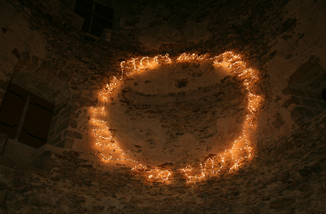 Shilpa Gupta, Blindstars Starsblind, 2008, metal frame with animated light installation