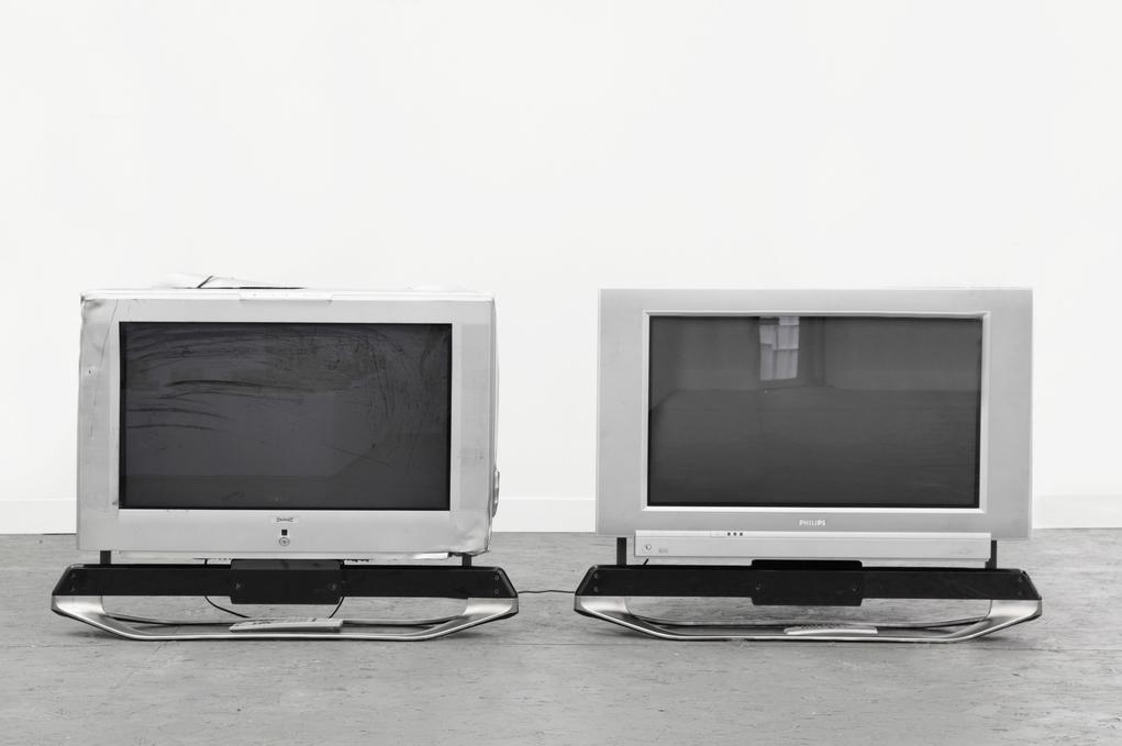 Simon Denny, Screen Crush Comparison 1, 2013, CRT televisions, 70 x 58 x 90 cm