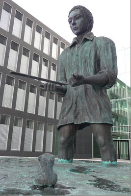 Thomas Schütte, Father State, 2010.