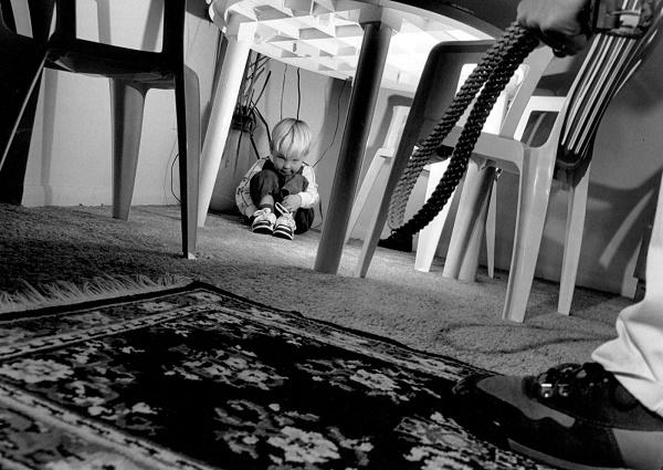 10-Voilent-homes-can-effect-children-brain-badly