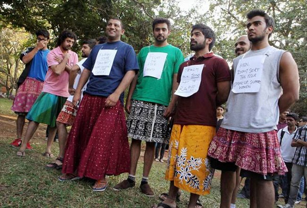 5-men-in-India-stands-up-against-government