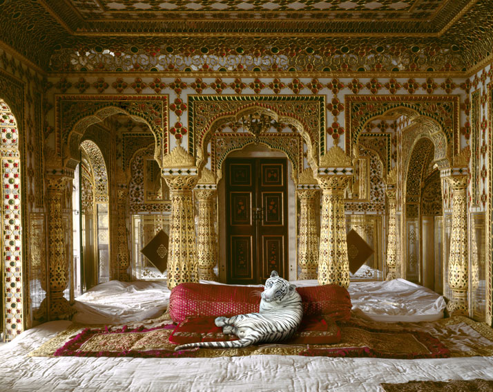 Karen Knorr, The Peacemaker, Chandra Mahal, Jaipur City Palace, Jaipur. From the book India Song © Skira Editore.