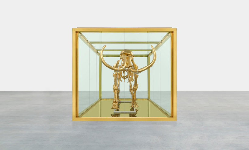damien-hirst-gilds-woolly-mammoth-skeleton-encased-in-a-_003