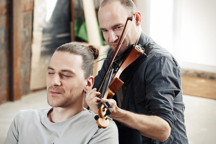 tadas-maksimovas-spins-his-hair-into-the-playable-strings-of