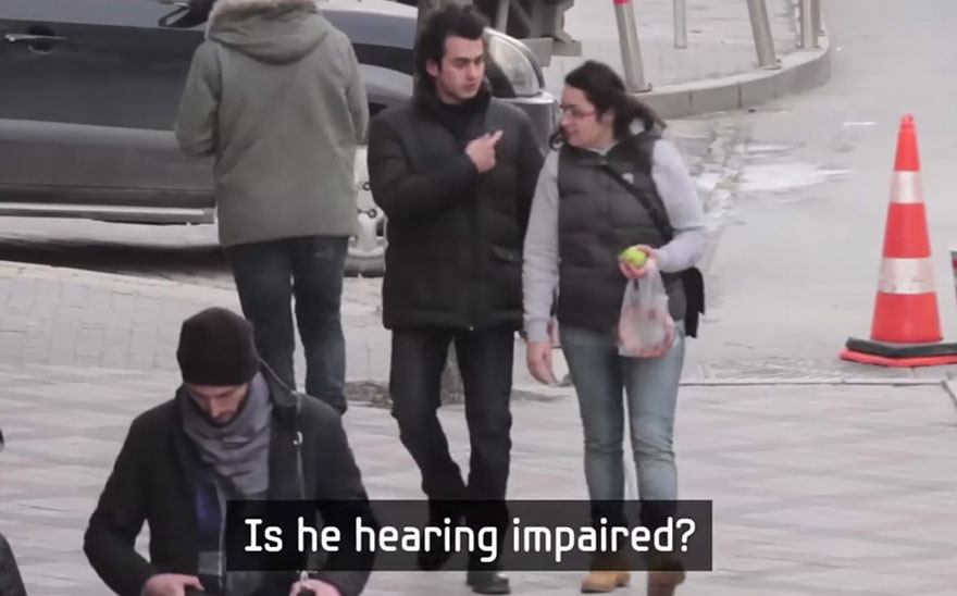 town-learns-sign-language-deaf-muharrem-samsung-video-ca_005