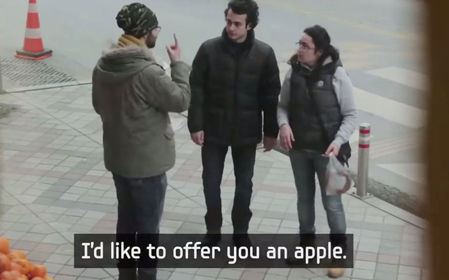 town-learns-sign-language-deaf-muharrem-samsung-video-ca_017