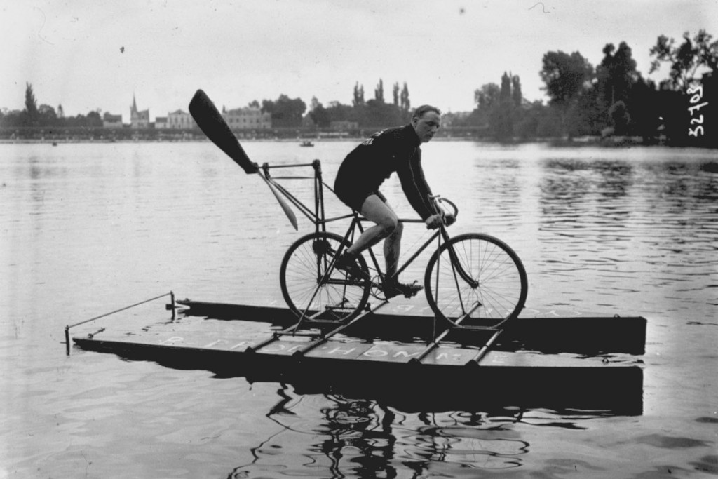 Competition for water cycles on Lake Enghien. Bernard design