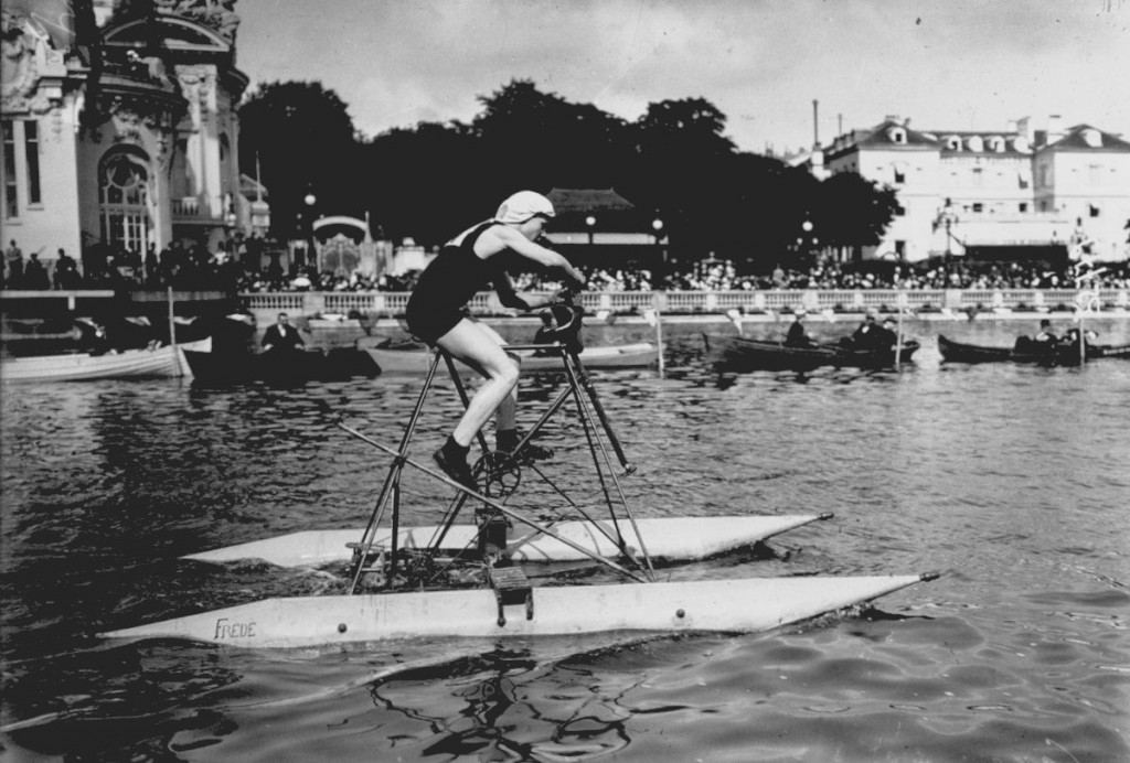 Competition for water cycles on Lake Enghien. Cazel design