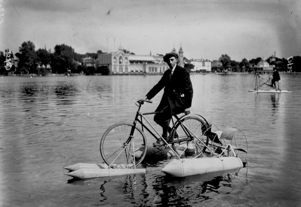 Competition for water cycles on Lake Enghien. Berregent driven by Austerling