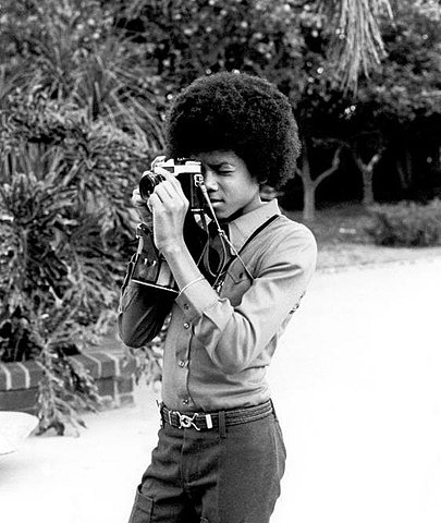 Celebrities with Their Vintage Cameras (10)