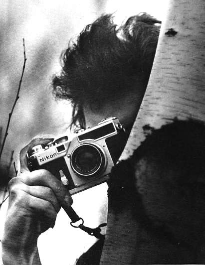 Celebrities with Their Vintage Cameras (12)