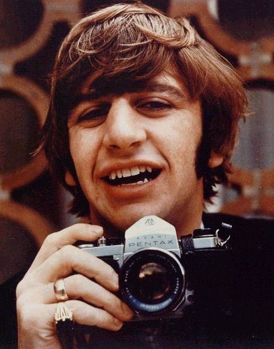 Celebrities with Their Vintage Cameras (17)