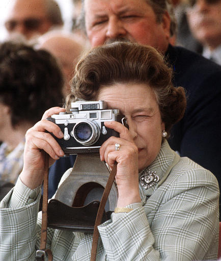 Celebrities with Their Vintage Cameras (2)