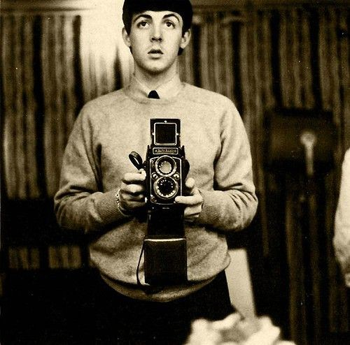 Celebrities with Their Vintage Cameras (7)
