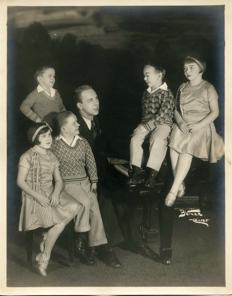 Hans+Kasemann+and+his+Midget+Troupe,+1920s+(12)
