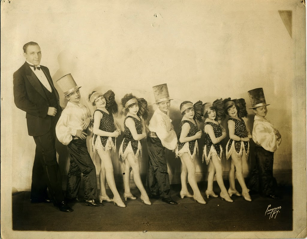 Hans+Kasemann+and+his+Midget+Troupe,+1920s+(18)