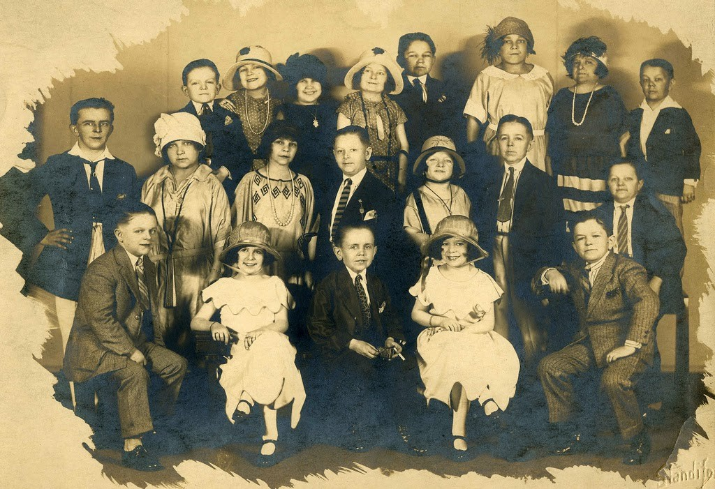 Hans+Kasemann+and+his+Midget+Troupe,+1920s+(20)