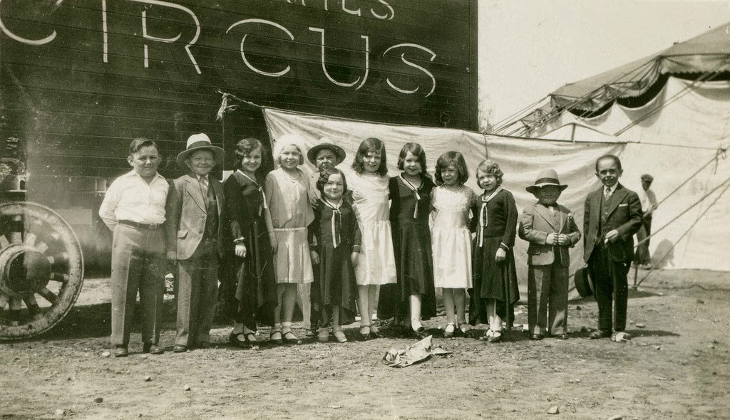 Hans+Kasemann+and+his+Midget+Troupe,+1920s+(40)