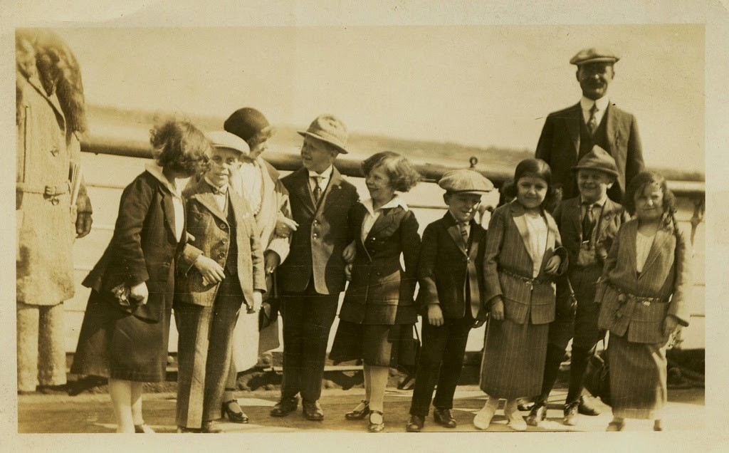 Hans+Kasemann+and+his+Midget+Troupe,+1920s+(49)