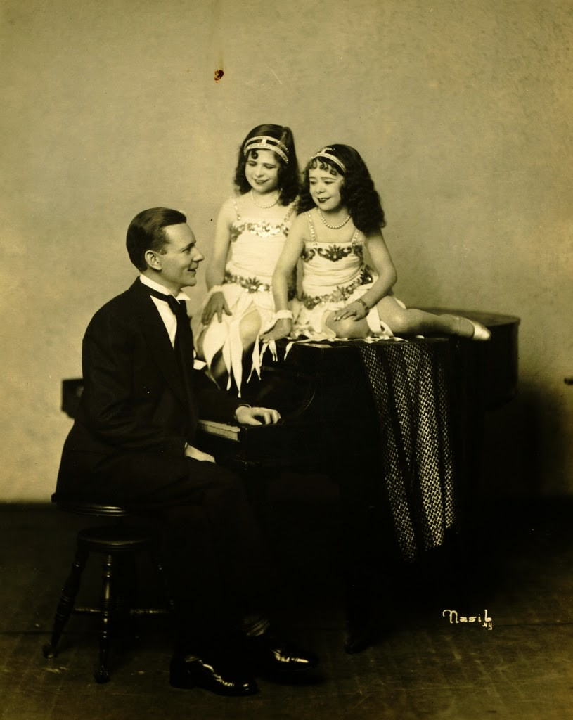 Hans+Kasemann+and+his+Midget+Troupe,+1920s+(52)