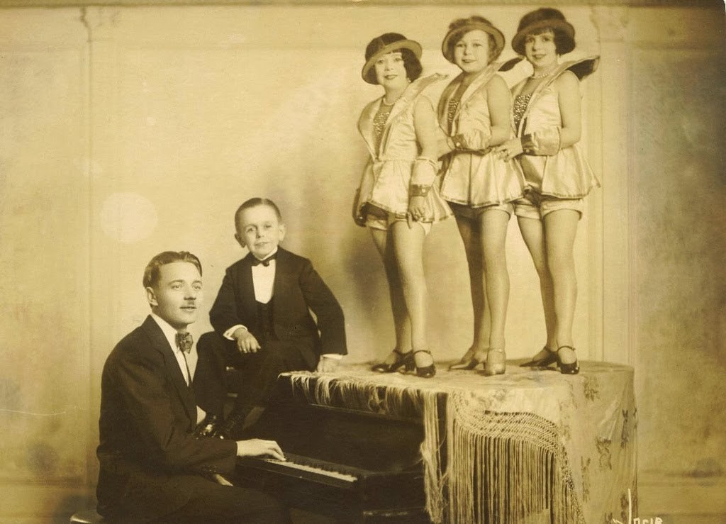 Hans+Kasemann+and+his+Midget+Troupe,+1920s+(55)