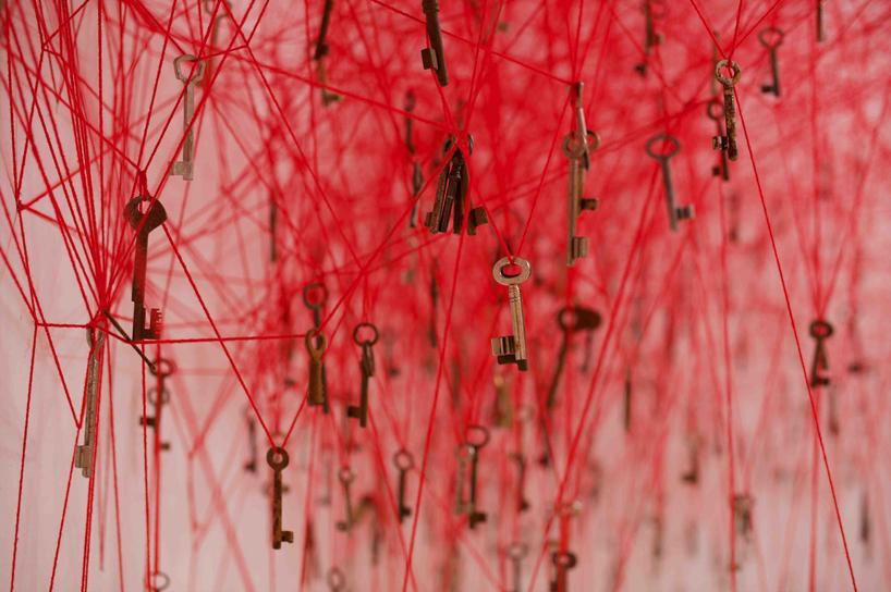 chiharu-shiota-the-key-in-the-hand-venice-art-biennale-designboom-09