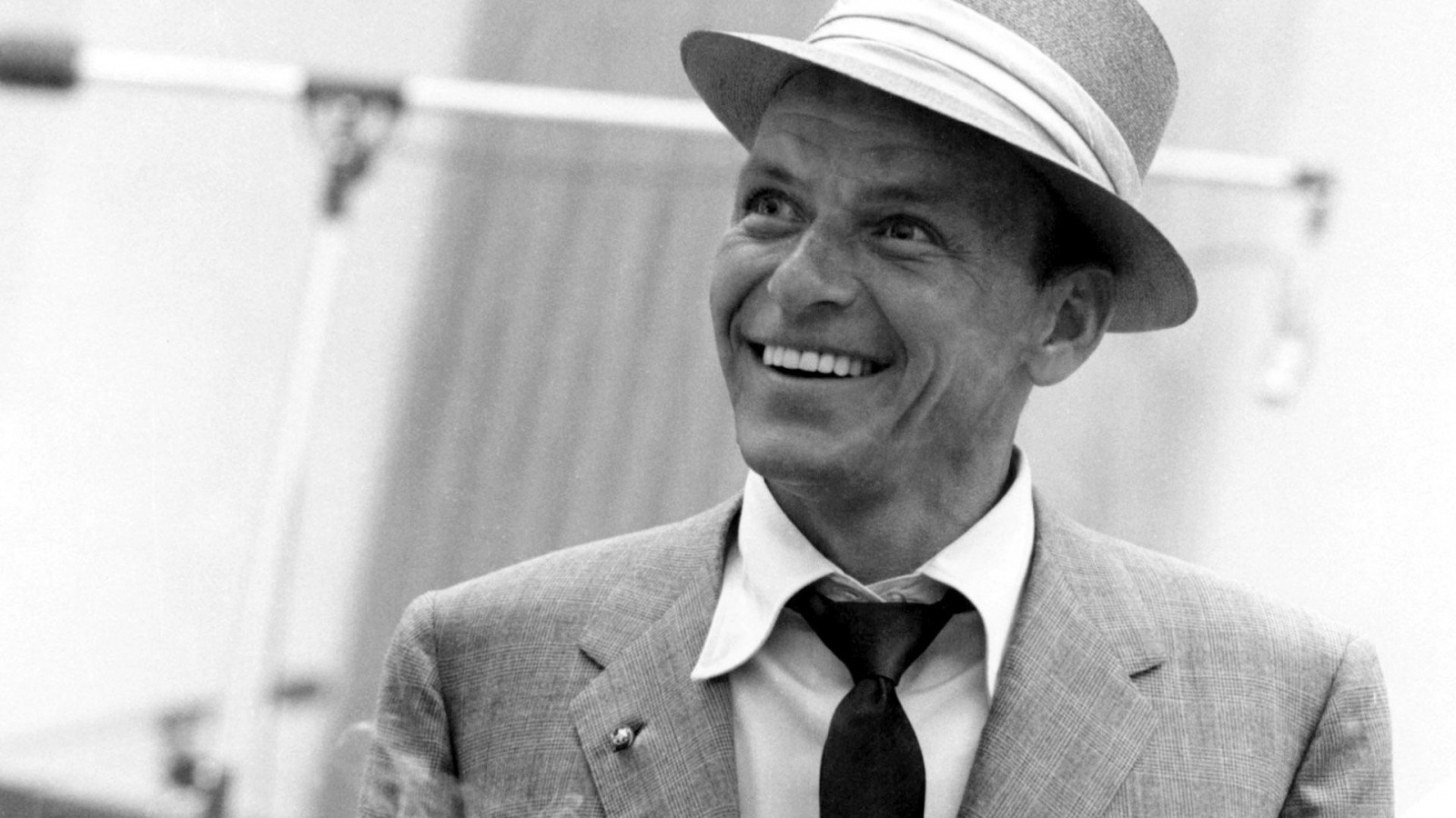 frank_sinatra_smile_suit_tie_hat_hd-wallpaper-11397