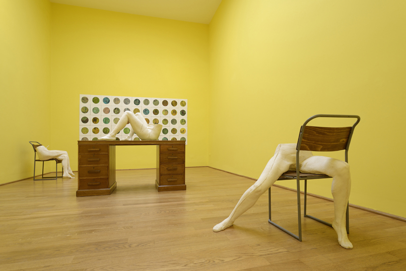 sarah-lucas-british-pavilion-at-the-venice-art-biennale-designboom-13