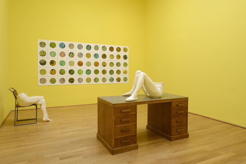 sarah-lucas-british-pavilion-at-the-venice-art-biennale-designboom-14