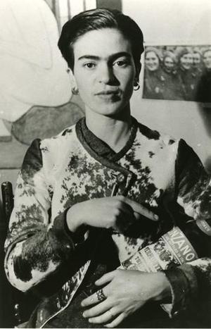 30385336_frida-kahlo-una-vita-per-immagini-80-fotografie-raccontano-la-vita-della-pittrice-0