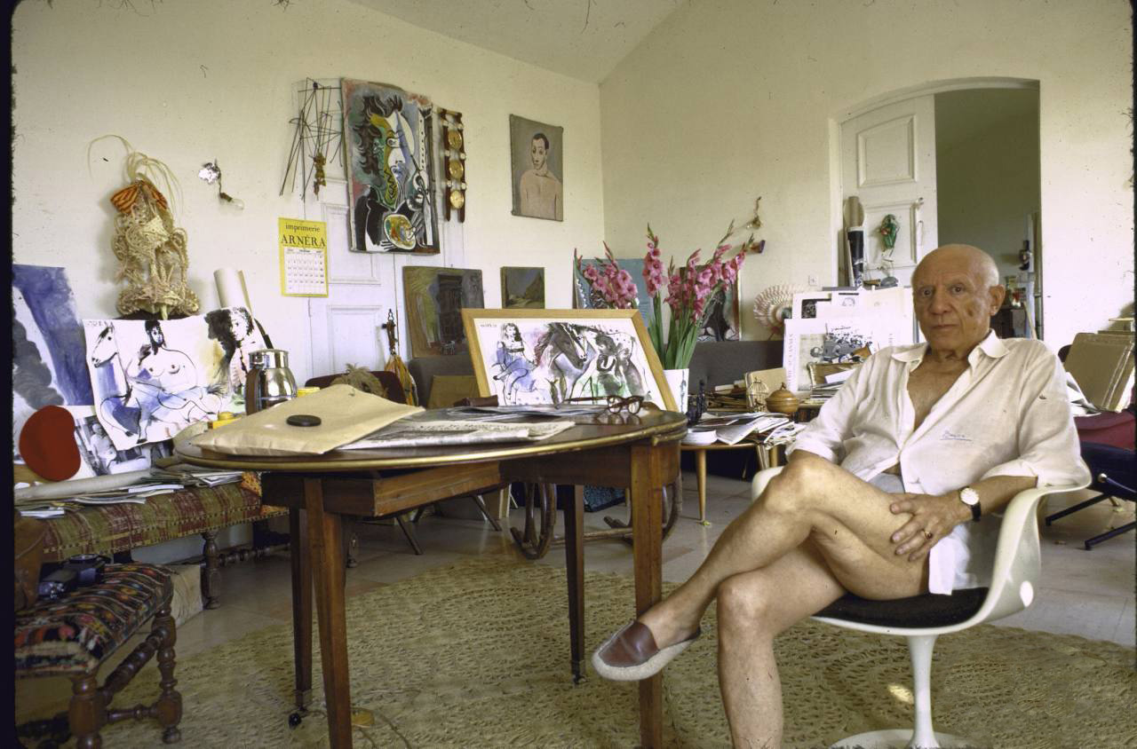 Pablo Picasso with his Eero Saarinen Tulip Chair