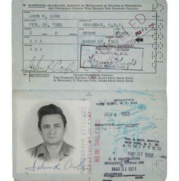 PassportPhotosofIconicFiguresinThePast15