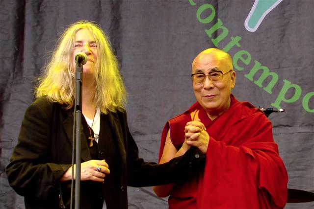 Patti-Smith-Dalai-Lama-640x427