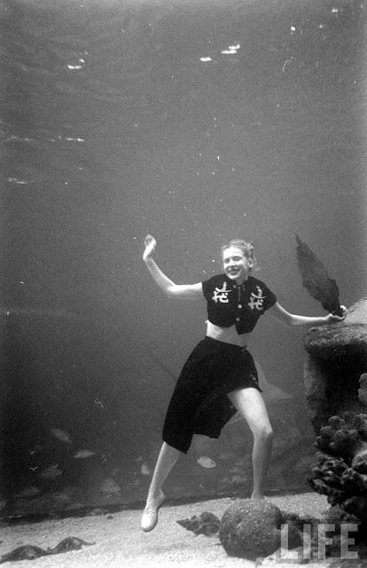 UnderwaterFashionShow2C1947282729