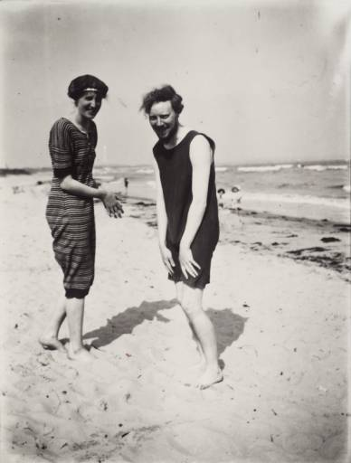 Virginia Woolf and Clive Bell at Studland Beach in Dorset in 1909