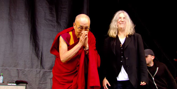dalai-lama-patti-smith-glastonbury-1