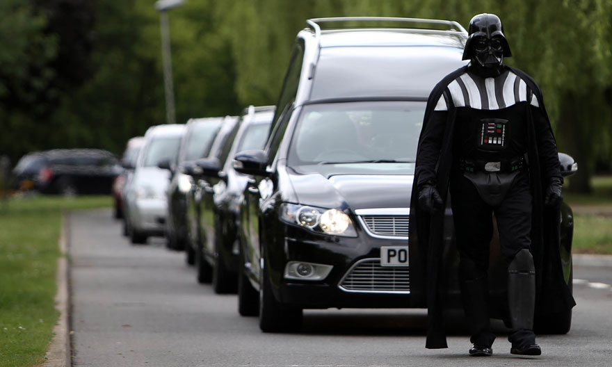 darth-vader-funeral-lorna-johnson-luton-4