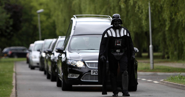 darth-vader-funeral-lorna-johnson-luton-fb__700