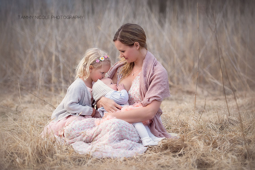 Photographer Captures Beautiful Moments Of Mothers