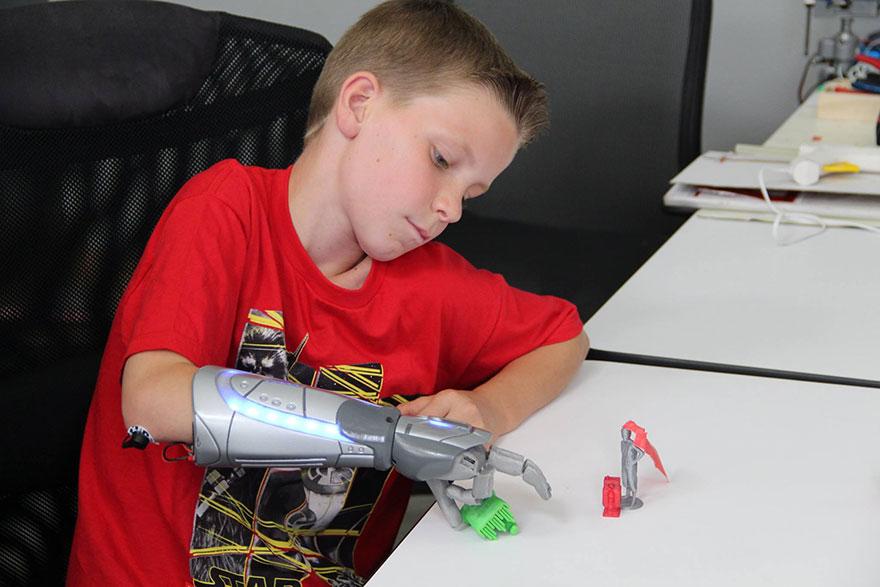 prosthetic-hand-disney-heroes-open-bionics-4