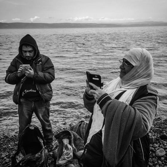 refugee-crisis-patrick-witty-cellphones-015