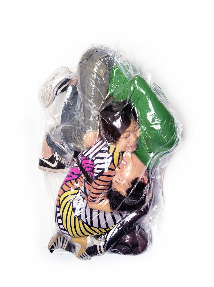 haruhiko-kawaguchi-vacuum-seals-couples-in-plastic-bags-_007
