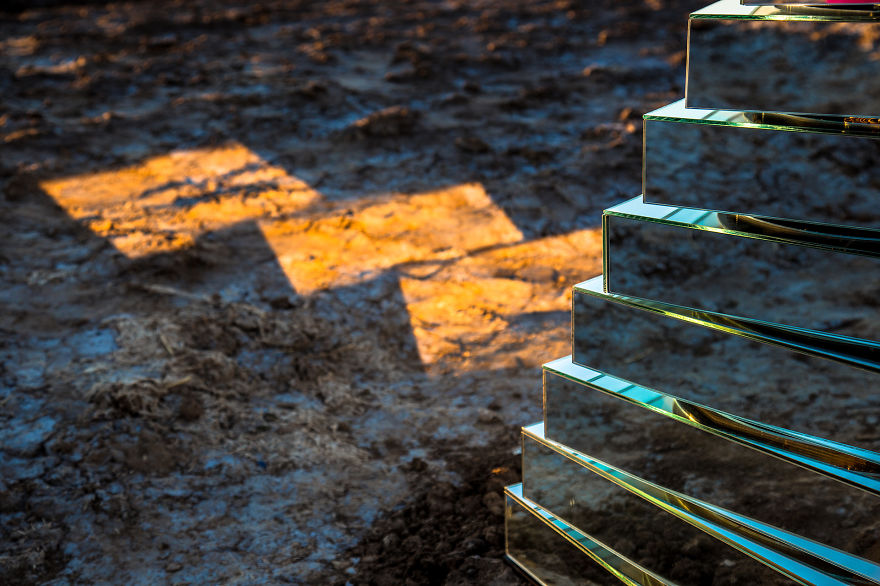mirrored-babel-tower-that-we-made-to-move-according-to-the-weather-conditions-4__880